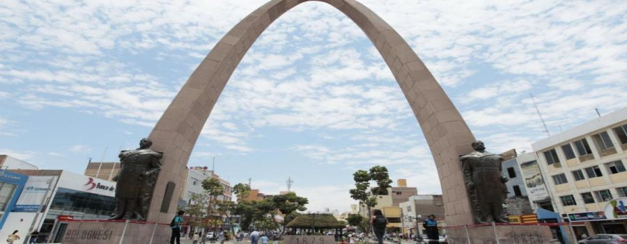 The parabolic arch is a monument located in the Civic Center of the city of Tacna, was inaugurated on August 28, 1959 Tacna, PERU