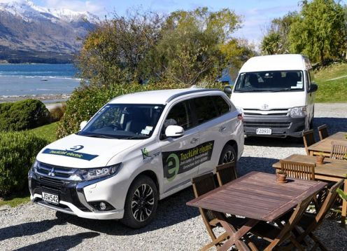 Routeburn track transport  in electric vehicle. , NUEVA ZELANDIA
